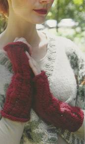 Lacet Wrist Warmer knitted in Mulberry Silk Merino Wool Yarn